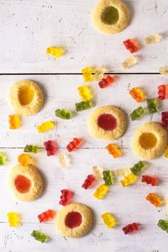 Gummy bear cookies: the ultimate trickytine recipe - trickytine - Plätzchen und Kekse - Healt and fitness Bear Cookies, Cookies Et Biscuits, Cupcake Cookies, Cupcakes, Christmas Baking, Christmas Cookies, Making Fried Rice, Stained Glass Cookies, Candy Dispenser