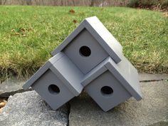 Birdhouse designs, plans and inspiration for building handcrafted wooden birdhouses and nesting boxes. These birdhouses are made for the birds! Bird House Plans, Bird House Kits, Owl House, Birdhouse Designs, Birdhouse Ideas, Unique Birdhouses, Bird Aviary, Bird Houses Diy, Bird Boxes