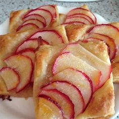 Apple Pie (8 servings) INGREDIENTS 3/4 cup white sugar 2 tablespoons all-purpose flour 1/2 teaspoon ground cinnamon 1/4 teaspoon ground nutmeg 1/2 teaspoon lemon zest 7 cups thinly sliced apples 2 …