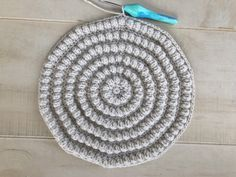 How To Quickly Make A Round Crochet Cushion Easy Free Pattern - Crochet Cushion Pattern Free, Boho Crochet Patterns, Cushion Cover Pattern, Crochet Cushion Cover, Crochet Cushions, Crochet Dishcloths, Free Pattern, Crochet Ideas, Blanket Crochet