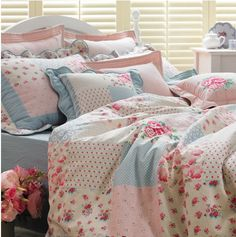 Shabby Chic Roses Linen Cotton Blend By the yard ( width 44 inches) 24375 Shabby Chic Bedrooms, Shabby Chic Furniture, Shabby Chic Decor, Dream Bedroom, Home Decor Bedroom, Zara Home, Bed Linen Design, Teen Girl Bedrooms, Beautiful Bedrooms