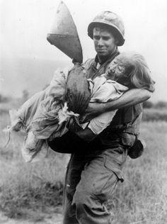 Vietnam War Rare Photos Soldier Carrying Old Woman - Icepop Vietnam History, Vietnam War Photos, American War, American Soldiers, American Idol, Gulf Of Tonkin Incident, History Magazine, South Vietnam, Hanoi Vietnam