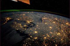 Denemarken, met Copenhagen, Noorwegen, met Oslo, Zweden met Stockholm in de verte, Noord-Duitsland en verder. En de Aurora Borealis natuurlijk. by André Kuipers, via Flickr