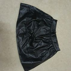 Forever 21 faux leather skirt This faux leather skirt is a great piece to have in your closet. Fun and flirty and can be paired with anything! Forever 21 Skirts Mini