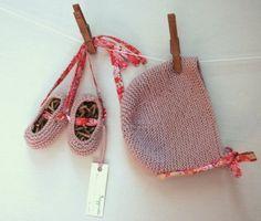 Baby knit ballerinas and hat. Patucos bebé en punto Y capota a juego.