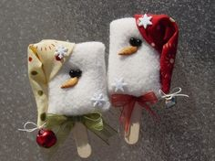 Fleece snowman Popsicle ornaments Christmas craft - pic for inspiration Christmas Ornament Crafts, Snowman Crafts, Felt Ornaments, Christmas Projects, Felt Crafts, Holiday Crafts, Christmas Crafts, Christmas Decorations, Xmas Crafts To Sell