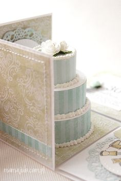 exploding box - cake /  wedding http://wolnachwila.blogspot.it/search/label/exploding%20box