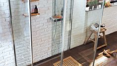 Quelles parois choisir pour sa douche italienne ? Pleines ou les vitrés, les types de parois peuvent être aussi mixés pour faciliter l'aménagement.