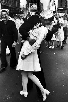 """The Kiss""  V-J Day #photo by Alfred Eisenstaedt. #Memorial Day #WWII"