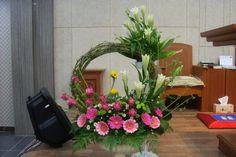 Large Flower Arrangements, Funeral Flower Arrangements, Ikebana Flower Arrangement, Vase Arrangements, Floral Centerpieces, Altar Flowers, Church Flowers, Funeral Flowers, Deco Floral