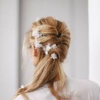 Výsledek obrázku pro jednoduche ucesy na svadbu