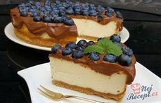 Cheesecake with the best chocolate glaze Best Chocolate, Chocolate Glaze, Top Recipes, Sweet Recipes, Sweet Desserts, Just Desserts, Easy Cake Decorating, Mini Cheesecakes, Desert Recipes