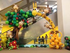 Giraffe and Monkey Balloon Arch by Lily Tan Jungle Party Decorations, Ballon Decorations, Jungle Balloons, Baby Shower Balloons, Safari Party, Balloon Columns, Balloon Arch, Animal Birthday, 1st Boy Birthday