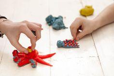 Vymýšlet pro děti neustále nové, neokoukané hry a zábavu může představovat opravdu vyčerpávající úkol. Zároveň pro ně chcete jen to nejlepší, a tak se ze všech sil snažíte připravit aktivitu, která by vaše potomky nejen bavila, ale také prospěšně působila na vývoj jejich motoriky, reakcí a kreativní