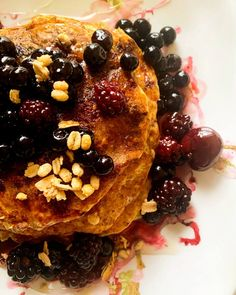 Pancakes με βρώμη και γάλα αμυγδάλου - Just life Breakfast, Ethnic Recipes, Interior, Food, Morning Coffee, Indoor, Essen, Meals, Interiors