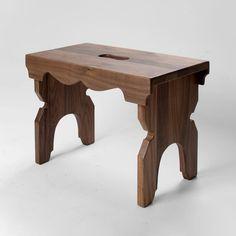 Pähkinäpuinen'luksus' Lyyti jakkaraedustaa suomalaista puusepäntyötä ja perinne-designia parhaimmillaan. Sympaattinen Lyyti jakkara on paitsi ilo silmälle myös monikäyttöinen. Lyyti sopii jakkaraksi eteiseen, lastenhuoneeseen, takan eteen tai terassille. Se toimii myös korokkeena, yöpöytänä, rahina, kukkapöytänä jne Sissi, Stool, Furniture, Design, Home Decor, Decoration Home, Room Decor, Home Furnishings