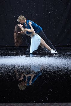 Portrait of Team USA ice dancing athletes Meryl Davis and Charlie White during USOC Media Summit photo shoot at Grand Summit Hotel. Simon Bruty ) Get premium, high resolution news photos at Getty Images Roller Derby, Roller Skating, Baile Jazz, Meryl Davis, Medvedeva, Ice Skaters, Olympic Champion, Ice Dance, Figure Skating Dresses