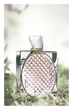 LILY Parfum Stella McCartney http://www.vogue.fr/beaute/buzz-du-jour/diaporama/lily-parfum-stella-mccartney/12779#!2