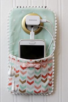 Best Sewing Projects to Make For Girls - Easy DIY Phone Charger Holder - Creativ. - Best Sewing Projects to Make For Girls – Easy DIY Phone Charger Holder – Creative Sewing Tutori - Kids Crafts, Easy Crafts For Teens, Quick Crafts, Diy Crafts For Teen Girls, Diy Room Decor For Teens Easy, Cute Diys For Teens, Diy Crafts Cheap, Crafts To Make And Sell Easy, Art Ideas For Teens