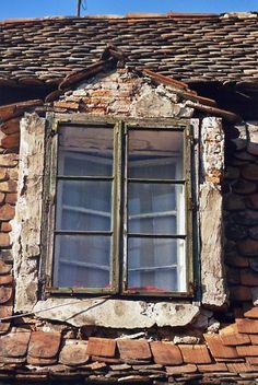 OLD WINDOW IN ROMANIAN TOWN OF SIGHISOARA, ROMANIA