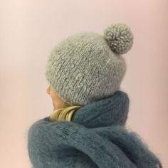 Kashmirlanka on kevyttä ja lämmintä eikä kutita. Siksi se sopii mainiosti pipolangaksi. Hobbies And Crafts, Diy And Crafts, Beanie Hats, Beanies, Hats For Women, Handicraft, Knitted Hats, Knit Crochet, Scarves