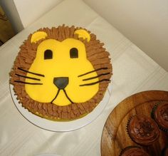 Lion cake with chocolate flake
