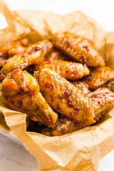Crispy Oven Baked Chicken Wings: If you want the perfect crispy baked hot wings, but want to skip the fat of frying, look no further than this baked chicken wings recipe. Seared Salmon Recipes, Crispy Baked Chicken Wings, Fried Chicken, Chicken Wing Recipes, Keto Chicken, Chicken Zucchini, Oven Chicken, Asian Chicken, Chicken Meals
