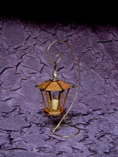 mini lantern tutorial - Lady of the One Ring Fairy Furniture, Miniature Furniture, Doll Furniture, Miniature Crafts, Miniature Fairy Gardens, Miniature Dolls, Vitrine Miniature, Dollhouse Tutorials, 3d Quilling