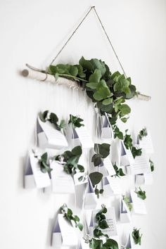 Get inspired with these beautiful nature-inspired DIY natural Christmas decorations that are perfect for creating a more sustainable and eco-friendly Christmas winter wonderland at home. Advent Calenders, Diy Advent Calendar, Handmade Christmas Decorations, Christmas Tree Toppers, Christmas Tables, Winter Wonderland Christmas, Winter Christmas, Christmas Feeling, Minimalist Christmas