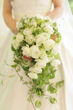 軽井沢高原教会様で、生花のブーケを持ってくださった 花嫁様から、数年ぶりにメールをいただいて、ご紹介を。 お花がとても好きで、 ...