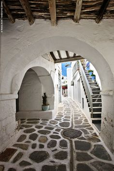 Beautiful detail from the alleys of Paros!!