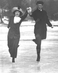 Olympic Figure Skater Irving Brokaw and wife ice skating on Central Park Lake, 1913 Vintage Photographs, Vintage Photos, Nasa Clothes, Collections Photography, Skating Rink, Look Thinner, Figure Skating Dresses, Lake George, Silhouette