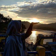 Hari-hari membakar habis diriku.  Setiap kali aku ingin mengumpulkan tumpukan abuku sendiri jari-jariku berubah jadi badai angin.  Dan aku mengerti mengapa cinta diciptakan. . .  Tag Sahabat-sahabat Tersayangmu  .  Follow @MuslimahIndonesiaID  Follow @MuslimahIndonesiaID  Follow @MuslimahIndonesiaID  .  Untuk #MuslimahIndonesia by @nurultasioja http://ift.tt/2f12zSN