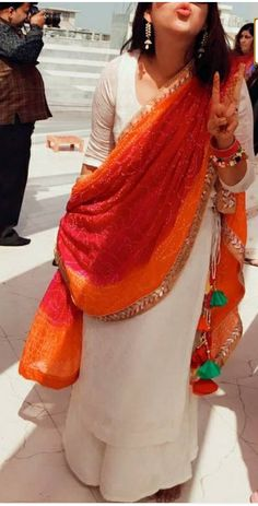 New embroidery ideas indian suits 35 Ideas Indian Look, Dress Indian Style, Indian Wear, Indian Outfits, Indian Gowns Dresses, Pakistani Dresses, Simple Indian Suits, Indian Designer Suits, Kurta Designs Women
