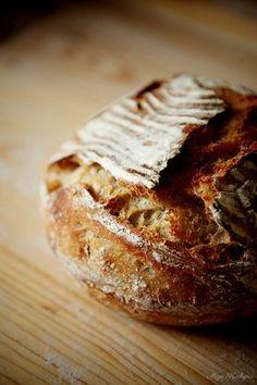 Prečo je tento chlieb dokonalý? Lebo je chutnejší a lacnejší ako kupovaný, vydrží dlhšie čerstvý a netreba ho dlho miesiť. Je to taký mal... Salty Snacks, Russian Recipes, How To Make Bread, Bread Baking, Nom Nom, Sandwiches, Food And Drink, Cooking Recipes, Pie
