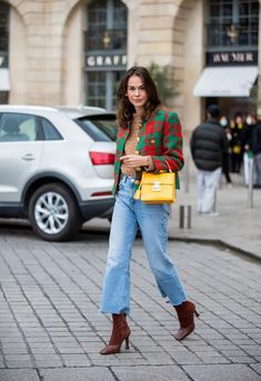 Best Street Style at Paris Fashion Week Spring 2021 | POPSUGAR Fashion Look Street Style, Spring Street Style, Fashion News, Fashion Beauty, Fashion Looks, Quilted Jacket, Autumn Fashion, Paris Fashion, Denim Fashion
