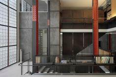 Ecomanta: Luxury style in Paris - French Chic: Pierre Chareau and his master piece Maison de Verre Architecture Details, Interior Architecture, Interior Design, Constructivism, Le Corbusier, Modern Buildings, Glass House, Bauhaus, Decoration