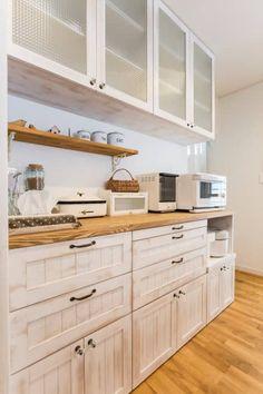 キッチン収納 - LDKにキッズスペースのあるプロヴァンススタイルの家: ジャストの家が手掛けたキッチンです。