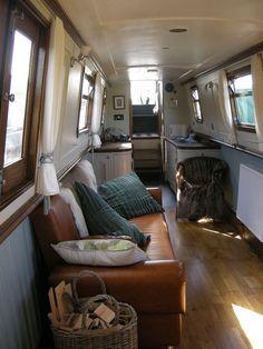 Amazing 30+ Incredible Houseboat Interiors Decor https://modernhousemagz.com/30-incredible-houseboat-interiors-decor/