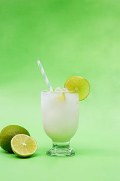 This easy two ingredient cocktail recipe is under 100 calories. Talk about a guilt free drink. Pour ingredients over ice. Stir. Enjoy. Calories: 93 #bluechairbay #keylimerumcream #BCBHappyHour Rum Cocktail Recipes, Cocktails, Drinks, Graham Cracker Crust, Graham Crackers, Key Lime Rum Cream, Key Food, Under 100 Calories, Mimosas