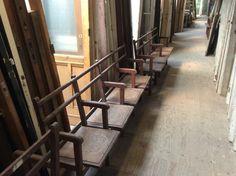 Antiek houten bankstel met klapzitjes...... Te koop bij Medussa Heist op den berg