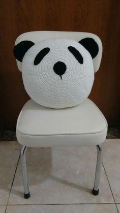 Almofada panda em crochê