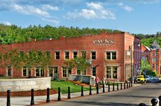 Pack's Tavern- Asheville, NC (downtown) I was first time with IFB employees Christmas party Asheville Restaurants, Asheville Nc, Places Ive Been, Places To Visit, Spring Break Trips, Travel Log, Mountain Living, Crowd, Summertime