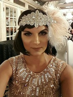 Apricot Rhinestone Feather Flapper Headband – Retro Stage - Chic Vintage Dresses and Accessories Flapper Headpiece, Flapper Hair, Gatsby Headband, Feather Headband, Feather Dress, 1920 Outfits, Dress Hairstyles, Headband Hairstyles, Gatsby Style