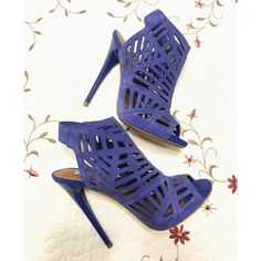 FINAL$ HP 11/29Steve Madden purple caged pumps Gorgeous for that night out! Perfect pop of color for any outfitBRAND NEW Shoes are a deep purple suede  True to size !  trades/ PP ✔️bundle discount  use the blue button to make an offer Steve Madden Shoes Heels