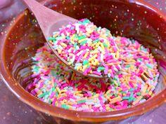 カラーチョコスプレーをお皿に入れてモリモリ食べる夢を叶えた。 うまし。500gだからまだまだたくさんある。アイスにもかける…! 夫は今日抜歯なのでしばらくお弁当はお休みぃ〜   #チョコスプレー  #ゆめかわいい  #お弁当pic.twitter.com/tZD8xI4qGP Chocolate Sprinkles, Work On Yourself, Candy, Twitter, Food, Chocolate Chips, Essen, Meals, Sweets