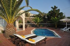 Villa with private pool - Pantheon Villas imerovigli Santorin Villa With Private Pool, Outdoor Furniture, Outdoor Decor, Villas, Sun Lounger, Patio, Home Decor, Santorini, Chaise Longue