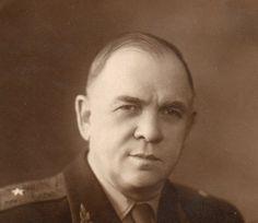 генерал-майор Головской Василий Сергеевич (1895 - 1975) советский военный деятель, участник WWI и WWII. Командовал 37-м кавалерийским полком (50-й кавалерийской дивизии, 1941), 79-й кавалерийской дивизией (5-й кавалерийский корпус, 1941-1942), 30-й кавалерийской дивизией (4-й гвардейский кавалерийский корпус), кавалерийской группой (30-ю и 110-ю кавалерийские дивизии), 30-й кавалерийской дивизией (1943-1944), 4-м Гвардейским кавалерийским корпусом (1944-1945, отстранен).