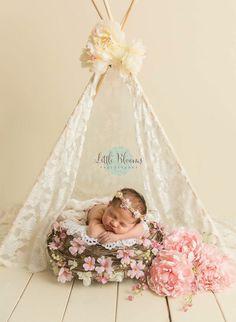Baby Girl Newborn Photoshoot Beautiful Ideas For 2019 Newborn Fotografia, Foto Newborn, Newborn Shoot, Baby Newborn, Newborn Photo Props, Newborn Photography Poses, Newborn Baby Photography, Baby Girl Born, Baby Boy