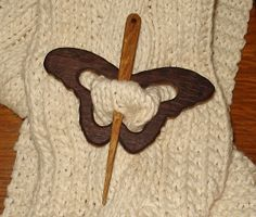 Rustic Wood Crafts, Wood Carving Designs, Yarn Bowl, Scroll Saw Patterns, Pinstriping, Diy Wood Projects, Wooden Jewelry, Shawl Pin, Handmade Wooden